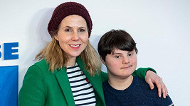 Sally Phillips se synem Oliverem