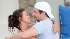 Bradley a Irina už jsou prý rodiči.