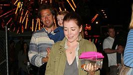 Herečka s manželem Alexisem a dcerou Satyanou.