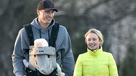 Vladimir Kličko a Hayden Panettiere vyrazili s dcerou Kayou na túru.