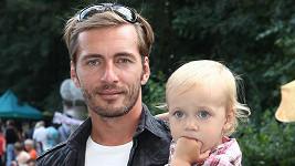 Anička Vondráčková má oči po tátovi.