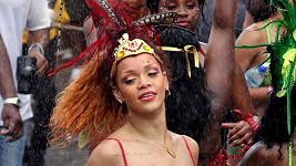 Rihanna se na oslavách pořádně odvázala.