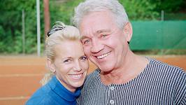 Manželka Hanka se v poslední době Jiřímu Krampolovi doslova měnila před očima.