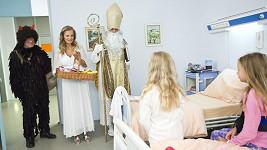 Petr Rychlý, Michaela Badinková a Radim Fiala v mikulášském díle Ordinace