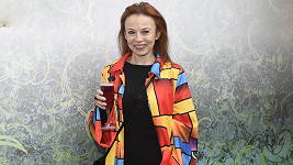 Herečka Bára Fišerová hraje sestřičku Pavlu.
