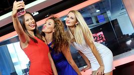 Monika Leová, Andrea Košťálová a Sandra Parmová si udělaly společné selfie.