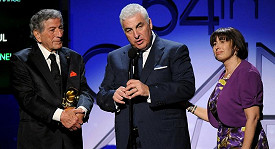 Zleva: Tony Bennett, otec Amy Winehouse Mitch a matka Janis.