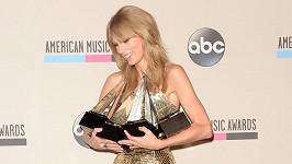 Taylor Swift získala celkem čtyři sošky na American Music Awards.