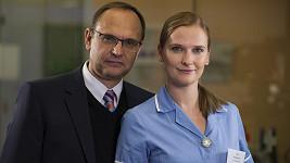 Pavel Kikinčuk a jeho dcera Kamila jako doktor Hejduk a sestřička Stela v Ordinaci v růžové zahradě
