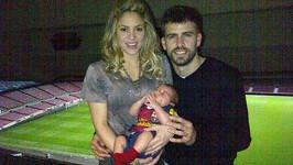 Pyšní rodiče Shakira a Gerard Pique se synem Milanem.