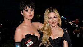 Katy Perry Madonnu přerostla nejen v oblasti hrudníku.