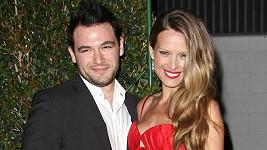 Němcová se svým snoubencem Jamiem Belmanem.