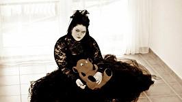 Leona Šenková se nechala nafotit jako černý anděl.