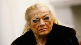 Největší švédskou sexbombu byste v téhle dámě poznali jen stěží.