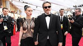 Joaquin Phoenix a Rooney Mara promluvili o synovi.