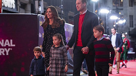 William a Kate s dětmi. Zleva Louis, Charlotte a George