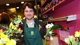 Saša Rašilov nosí domů radši kytky v květináči.