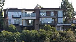 Tento dům si Ashton Kutcher přes hodinu prohlížel.