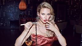 Ashley moore a justin bieber randění datování starožitné sklenice na víno