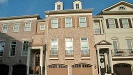 Dům, v němž žila Bobbi Kristina, je na prodej.