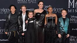 Angelina Jolie vyvedla početnou rodinku.
