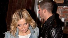 Kate Hudson to k Nickovi Jonasovi pořád táhne.