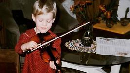 Tahle roztomilá holčička nakonec dala přednost zpěvu.