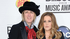 Lisa Marie Presley se snaží rozvést se čtvrtým manželem Michaelem Lockwoodem.