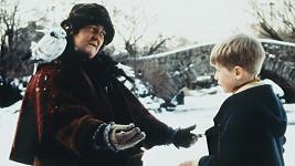 Brenda Fricker a Macaulay Culkin ve filmu Sám doma 2: Ztracen v New Yorku