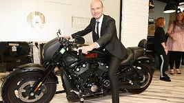 Dalibor Gondík dává přednost běhu před svezením se v autě, či na motorce.