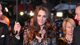 Kate si šaty od Alice Temperley oblíbila.