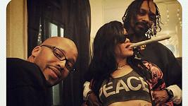 Rihanna se Snoop Dogem a jointem.