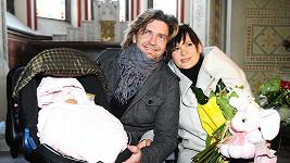 Jitka a Petr ukázali svou rozkošnou dcerku Elenu Emílii.