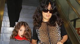 Malá Valentina jako by z oka vypadla své slavné mamince.