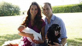William, Kate, malý George a pejsci Lupo a Tilly.
