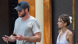 Liam Hemsworth si prý léčí zlomené srdce s Gabriellou Brooks.