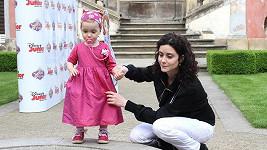 Malá Rebeka byla obečená jako princezna.