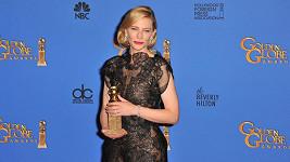 Cate Blanchett se svým Zlatým glóbem v době, kdy už toho moc nevnímala...