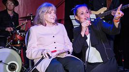 Monika Abslonová s Evou Pilarovou
