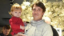 Herec se svou roční dcerkou