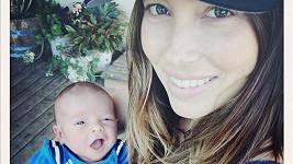 Jessica Biel s jejím synem Silasem