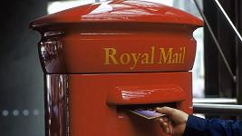 Místo do schránky házel britský důchodce dopisy do koše na psí hromádky.