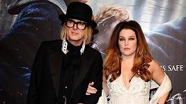 Lisa Marie Presley a Michael Lockwood jsou rozvedeni.