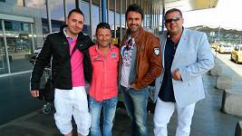 Mirek Šimůnek s partou svých chlapců, které v Dubaji propagoval.