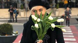 Tyhle kytky dostala od milého?