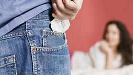 Nosit v kapse více kondomů může být nebezpečné.