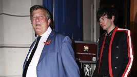 Stephen Fry s mladým manželem