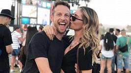 Závodní jezdec Jenson Button a modelka Brittny Ward se v létě stanou rodiči.