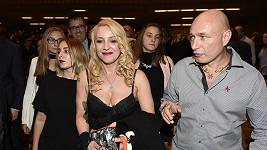 Daniel Landa s manželkou a dcerami