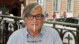 Jiří Bartoška se chystal zapálit si cigaretu obráceně.